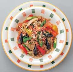 県産夏野菜と青苧入り米粉パスタ